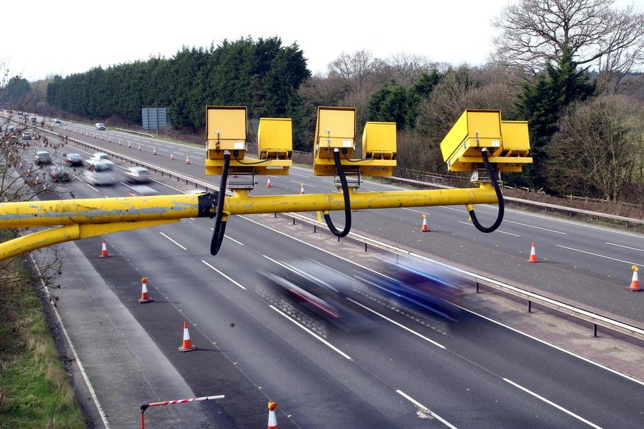 Motorway speed limits cut to 60mph in bid to tackle pollution